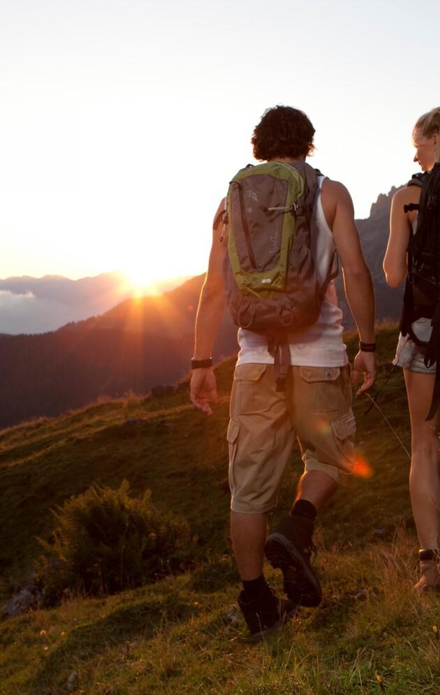 Wandern bei Sonnenuntergang in Großarl
