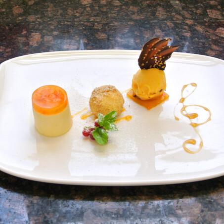 Variation von der Marille (Dessert mit Aprikose)